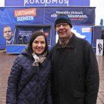 Opetusministeri Sanni Grahn-Laasonen ja euroehdokas Sami. Kokoomuksen rekkakiertue Raumalla 08.04.2019